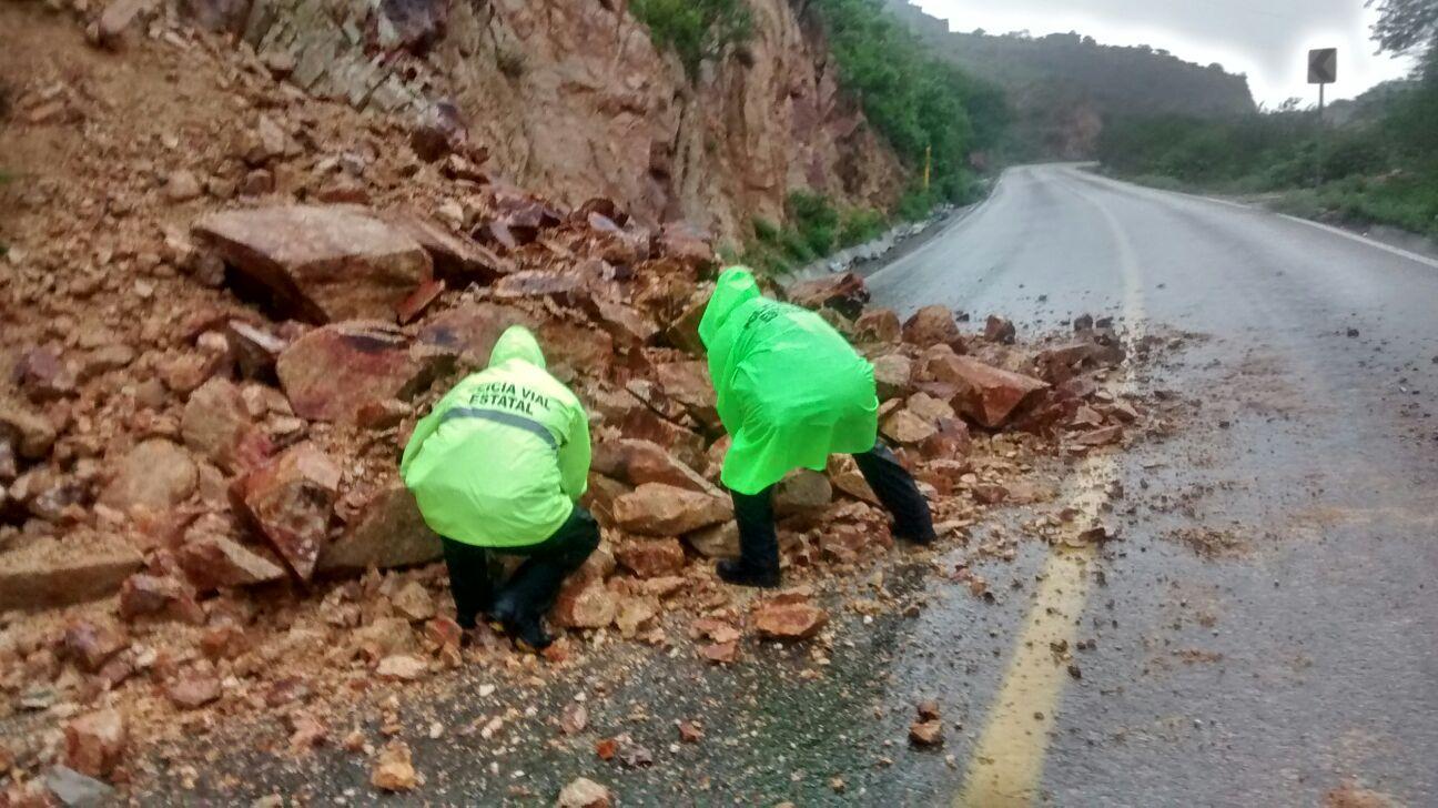 En el Istmo atienden daños en carreteras por lluvias